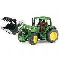 John Deere 6920 traktori etukaivurilla (Bruder 2052)